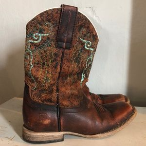 Girls Ariat cowgirl boots